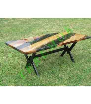 Mesa de madera y resina epoxi